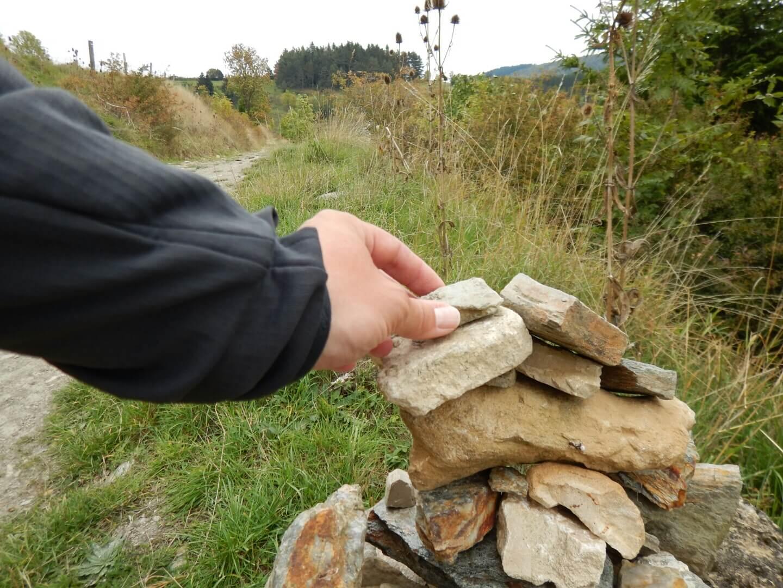 Un cairn près des sources du Lot