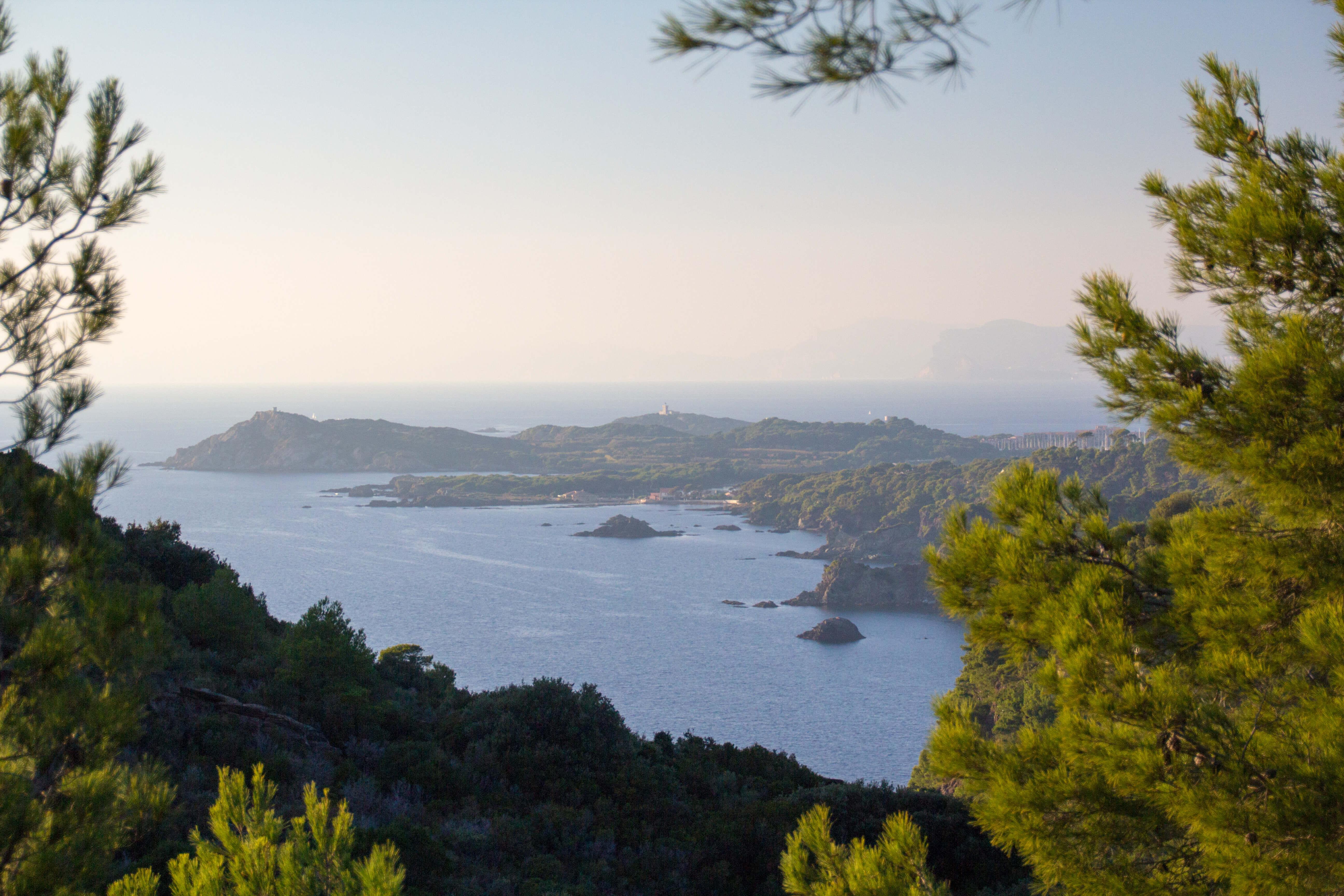Les côtes vues depuis le sentier