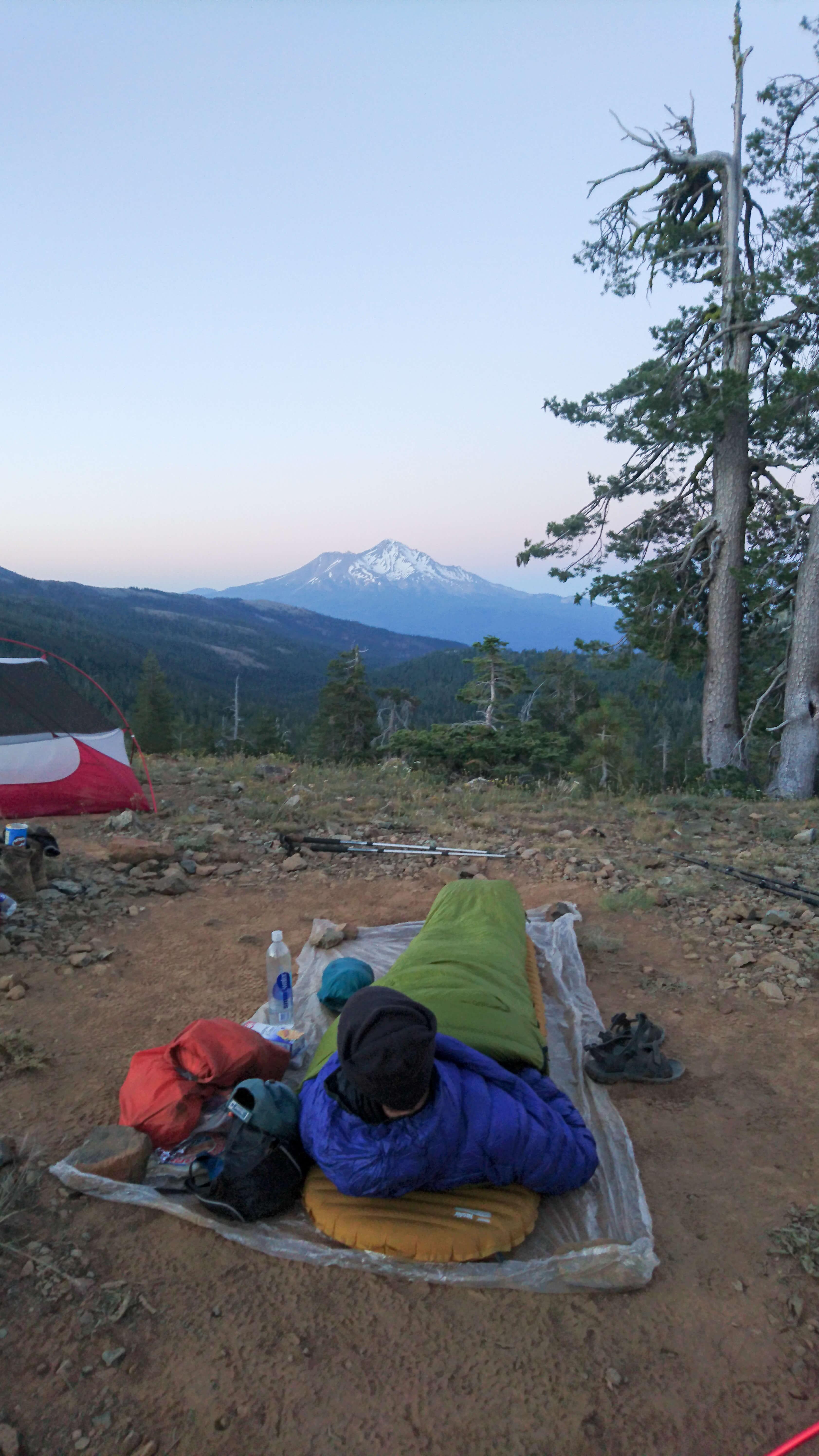 Rémi en Cowboy Camping face au Mont Shasta