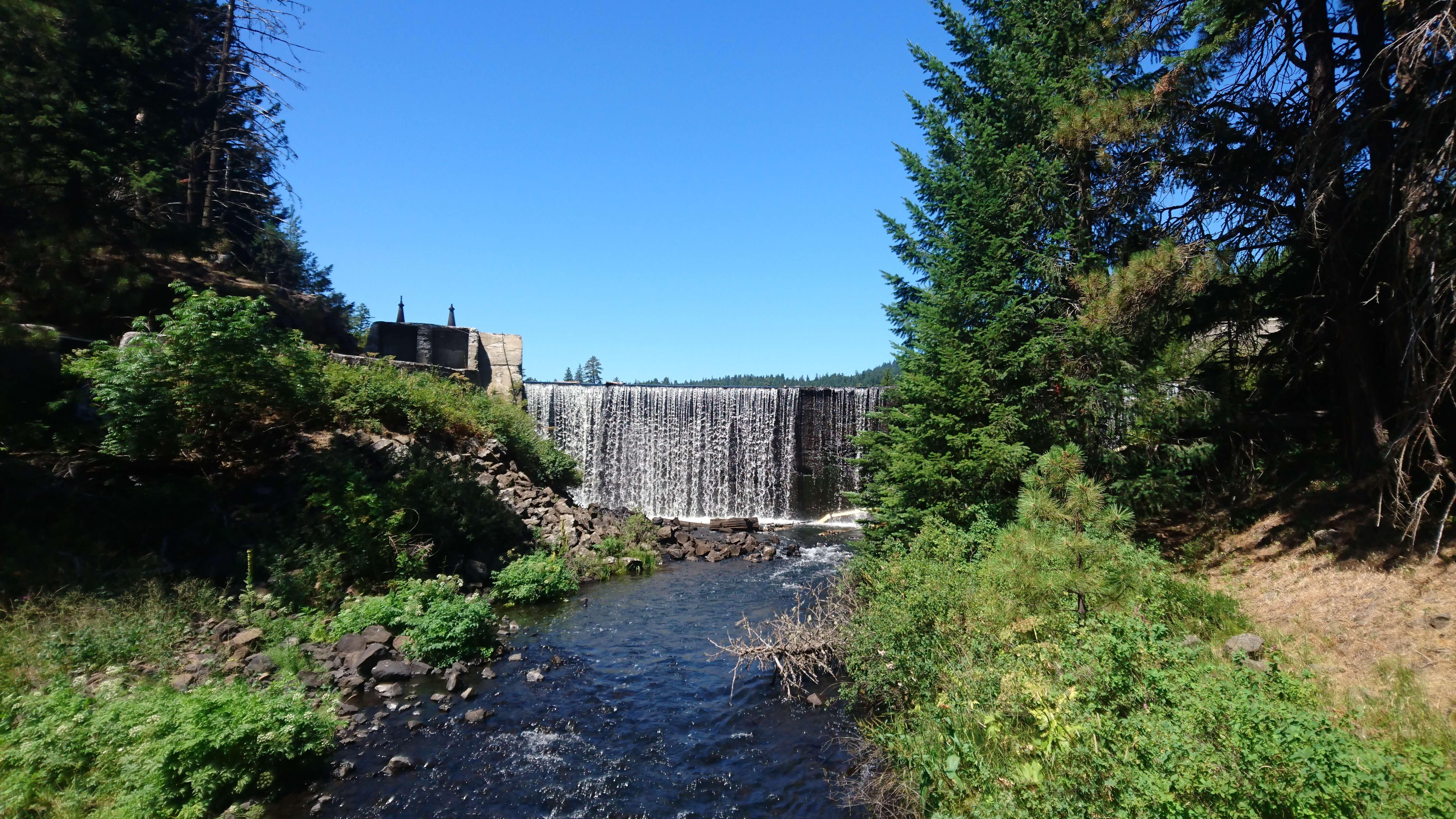 Un barrage, lieu idéal pour une pause rafraichissante !