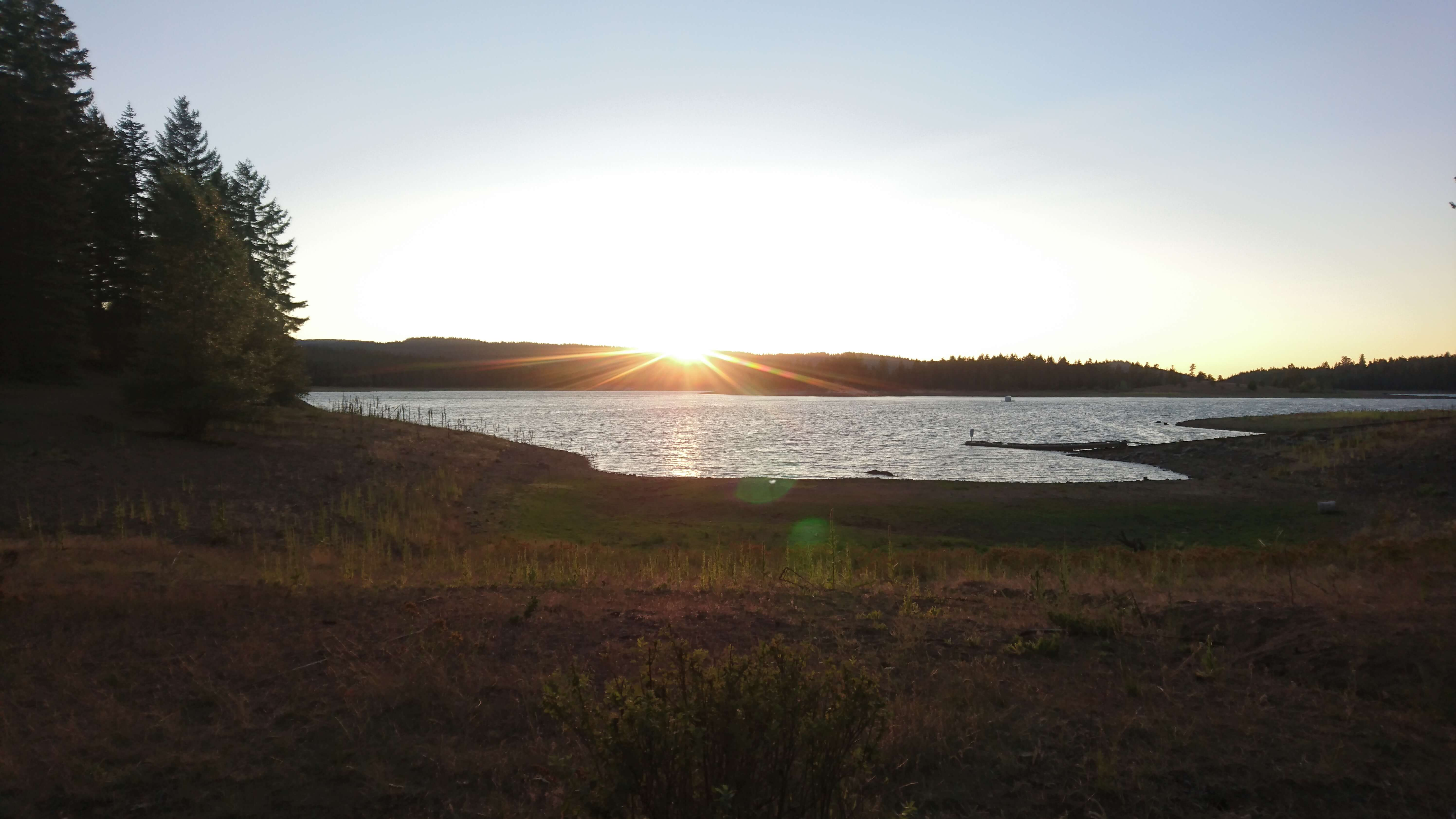 Coucher de soleil sur Howard Prairie Lake