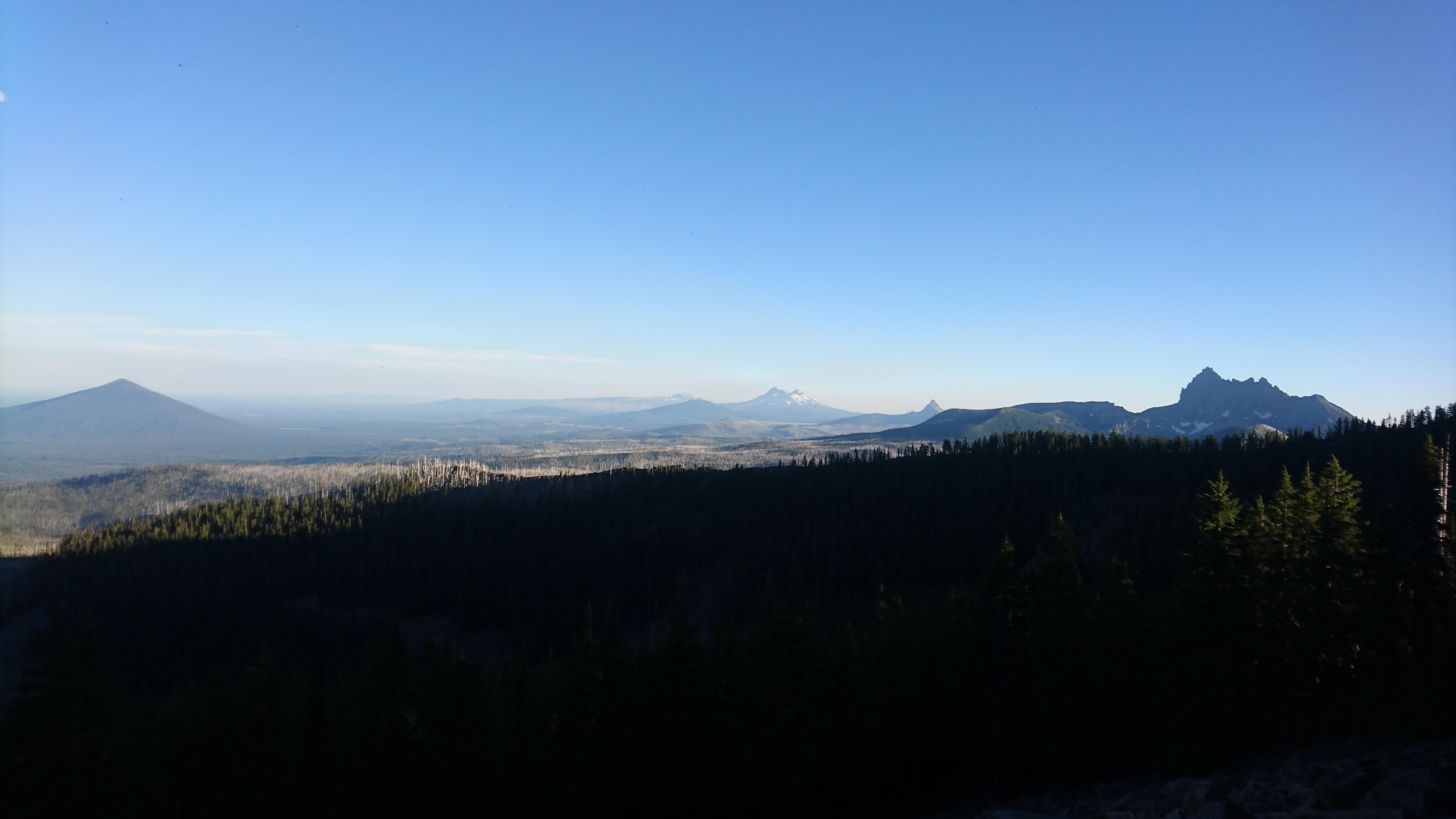 Dernière vue sur Three Sisters, le Mont Washington, et Three Fingered Jack