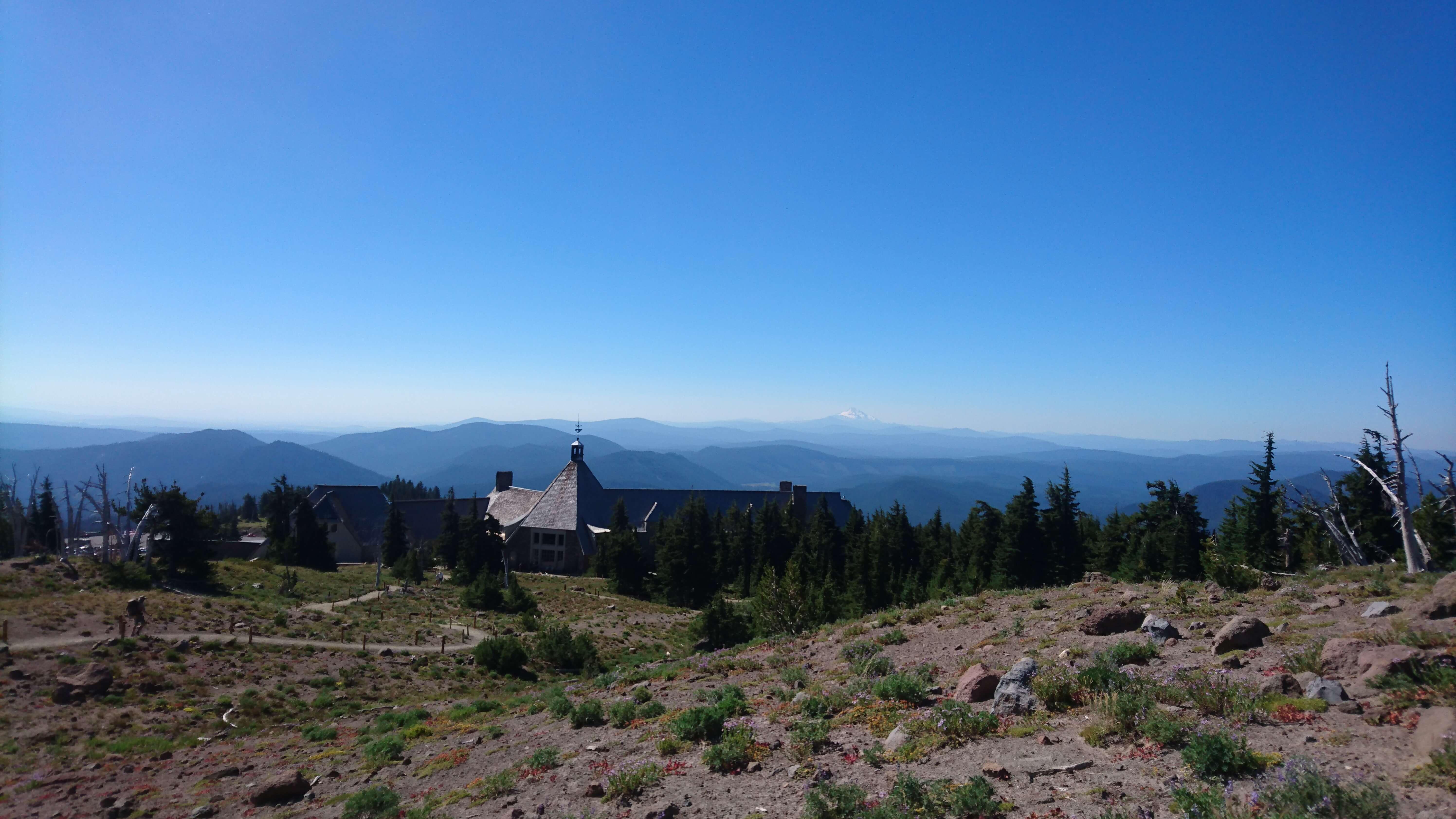Timberline Lodge et le Mont Jefferson au loin