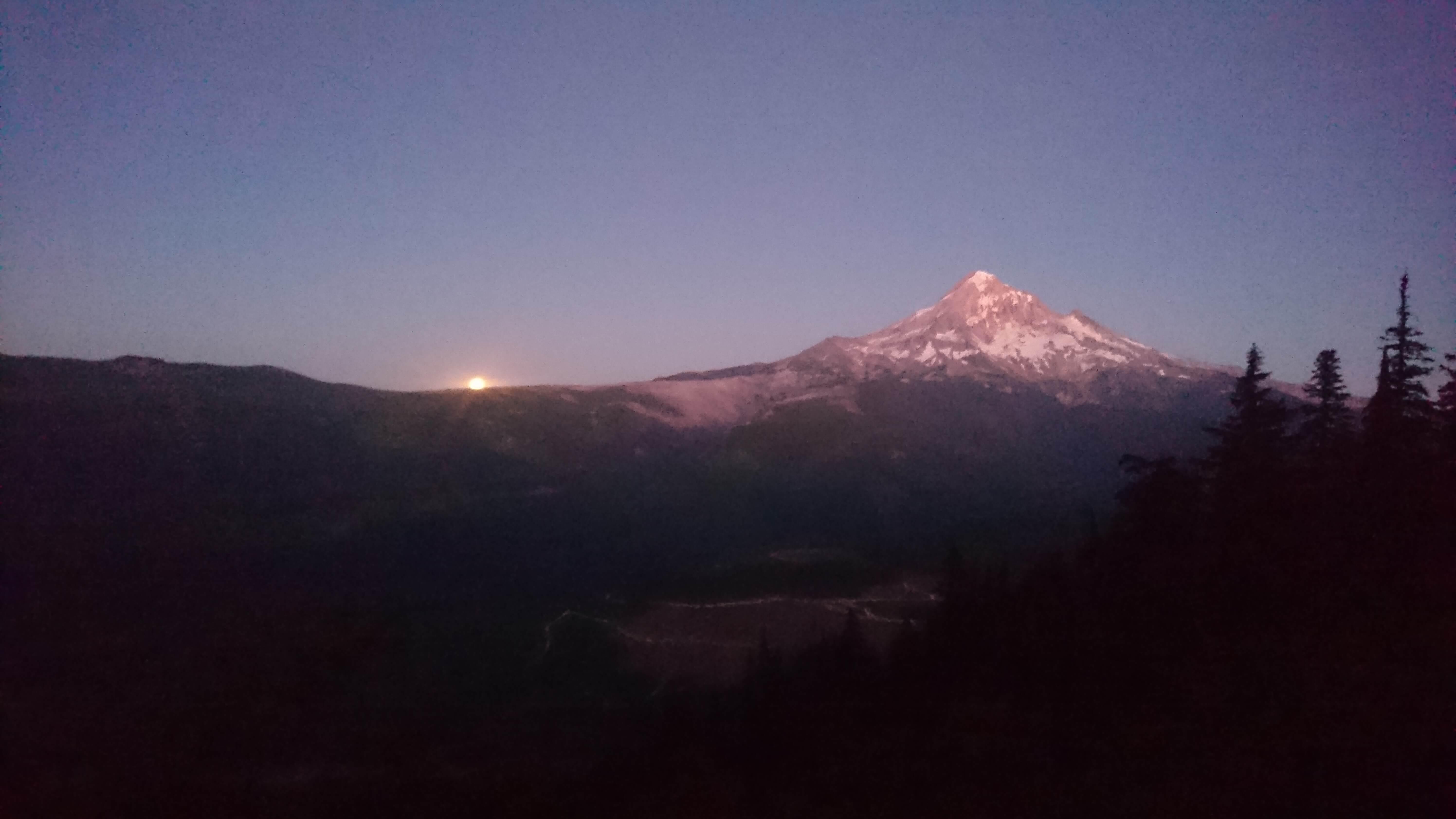 Lever de lune sur le Mont Hood