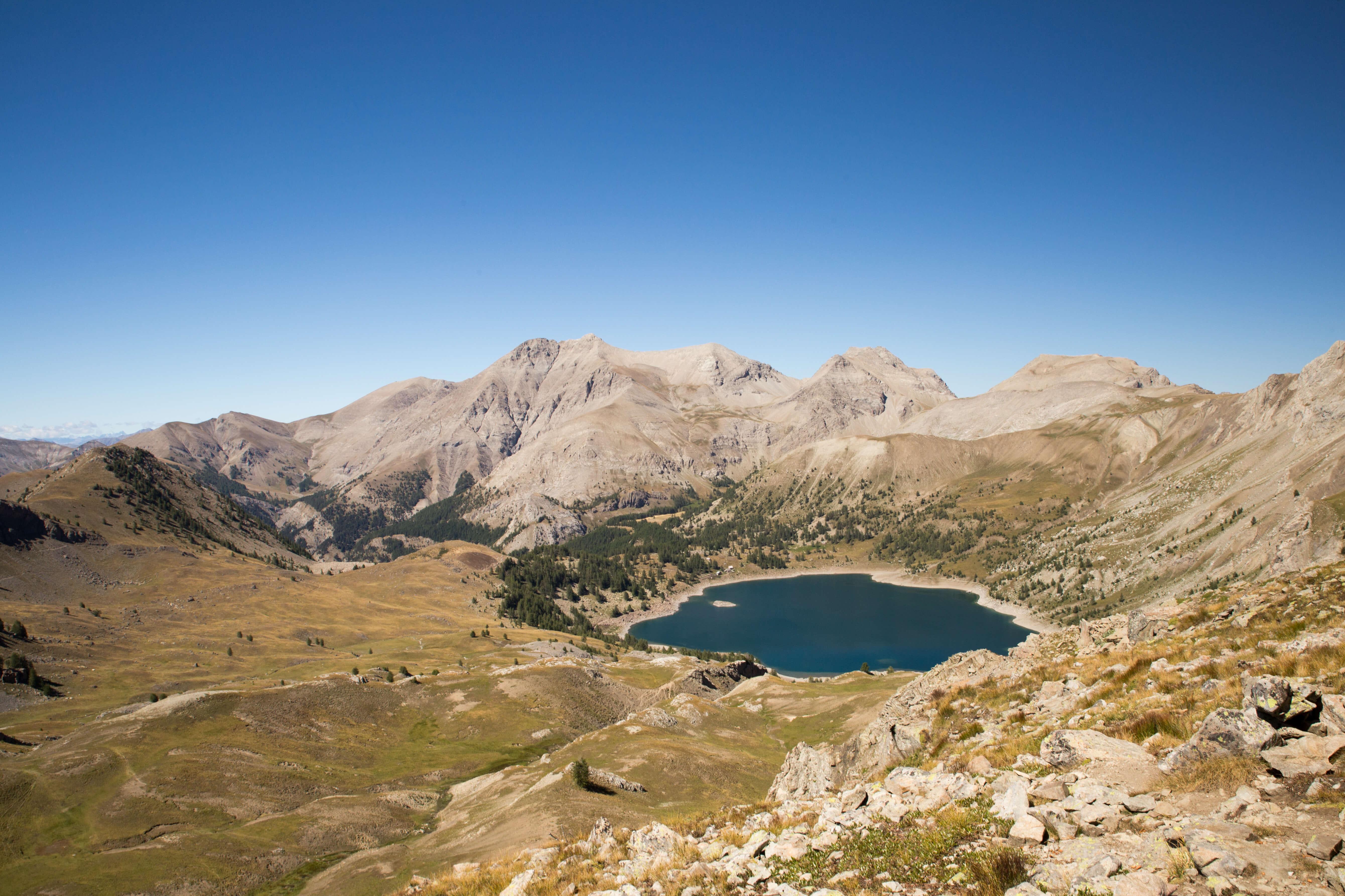 Lac d'Allos et Mont Pelat depuis le col de l'Encombrette